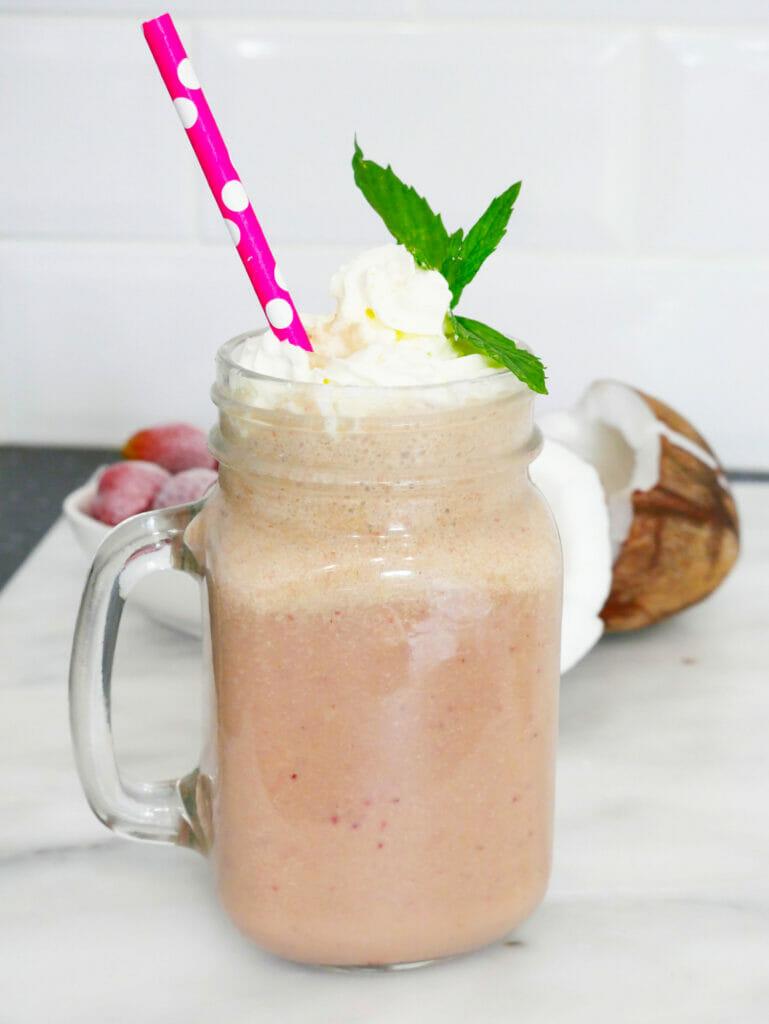 Healthy strawberry matcha latte green tea smoothie recipe