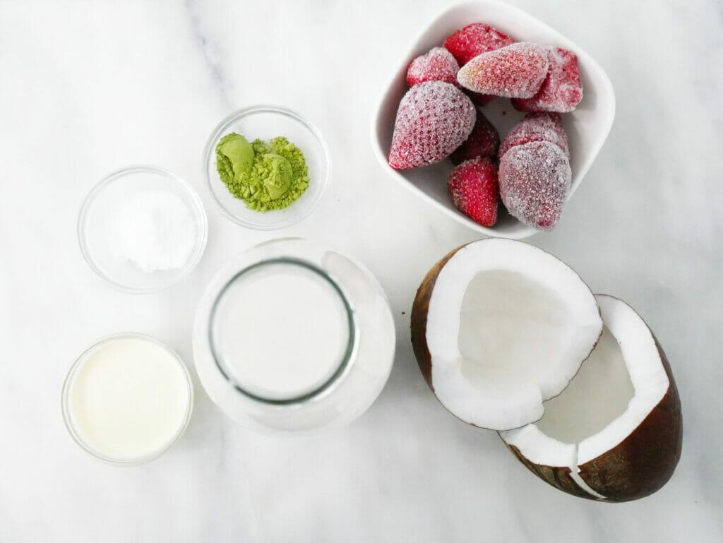 Matcha strawberry smoothie ingredients