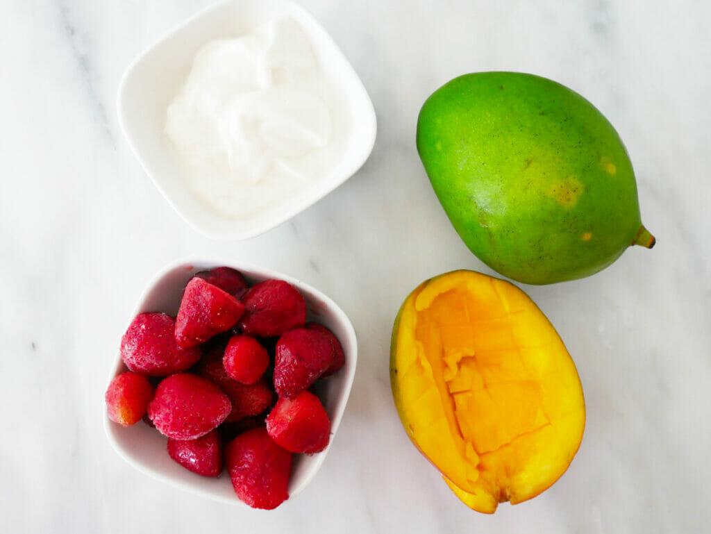 Strawberry mango smoothie recipe ingredients